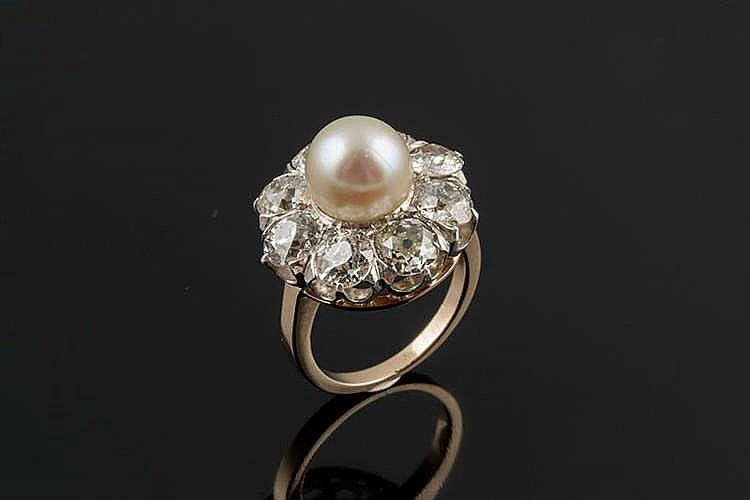 A GOLD, SILVER, PEARL AND DIAMOND RING