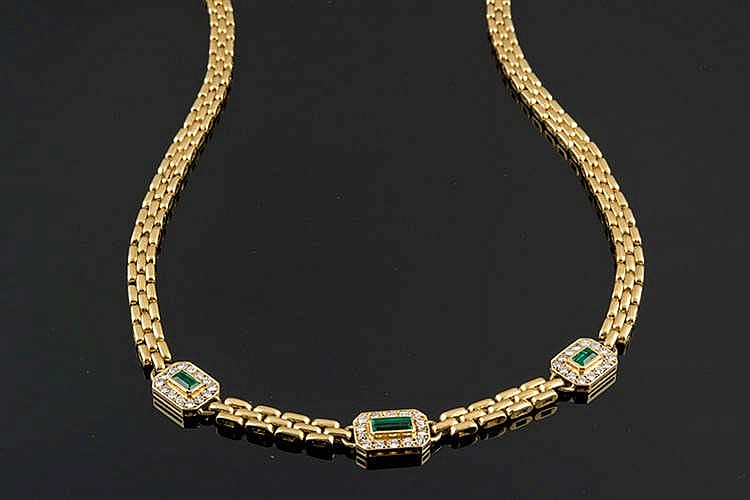 A GOLD, EMERALD AND DIAMOND NECKLACE
