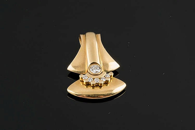 A GOLD AND DIAMOND PENDANT
