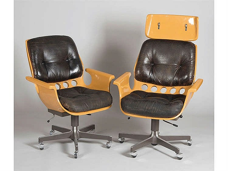 A PAIR OF ARMCHAIRS, CIRCA 1970