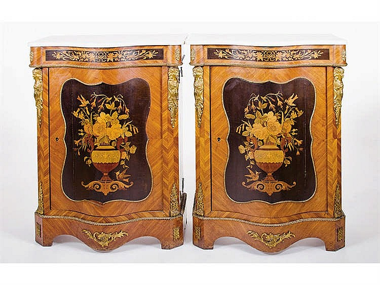 A PAIR OF BEDSIDE CABINETS