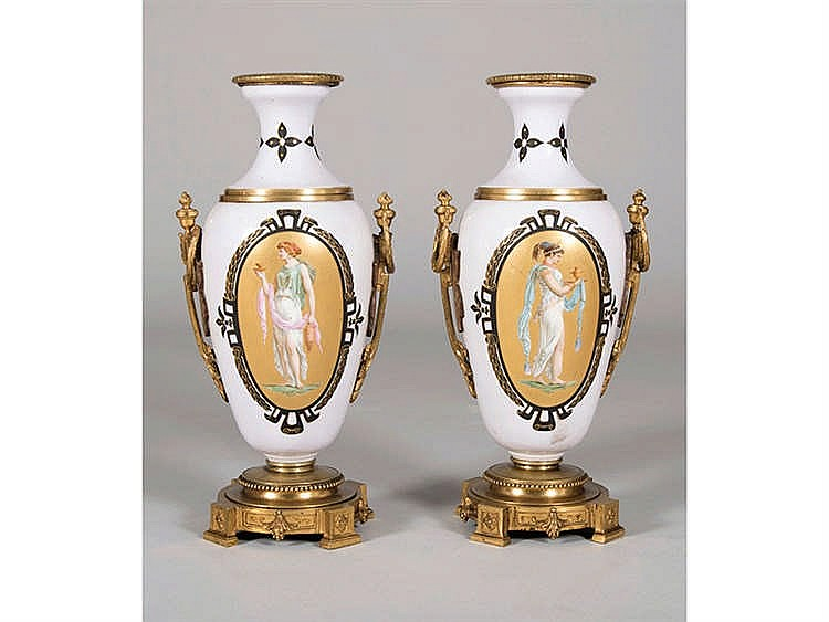 A PAIR OF FRENCH VASES, 19TH CENTURY