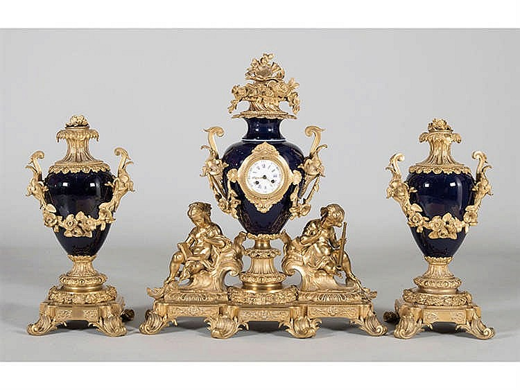 A FRENCH CLOCK GARNITURE, 19TH CENTURY