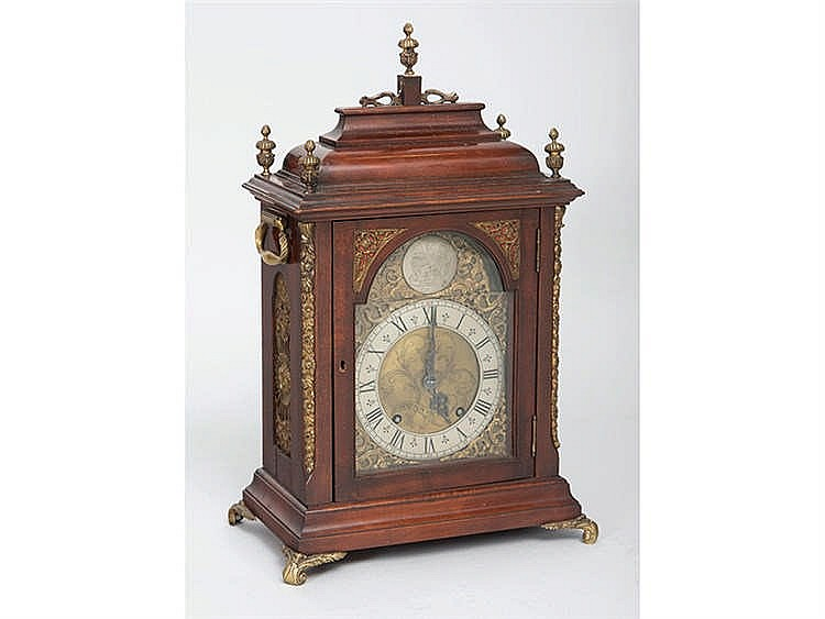 AN ENGLISH BRACKET CLOCK, 20TH CENTURY