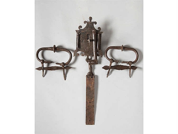 A LOCK, KEY AND HOLDERS OF A CHEST, 16TH/17TH CENTURY
