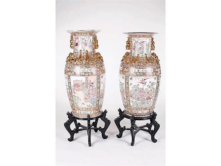 A PAIR OF CANTON PORCELAIN VASES