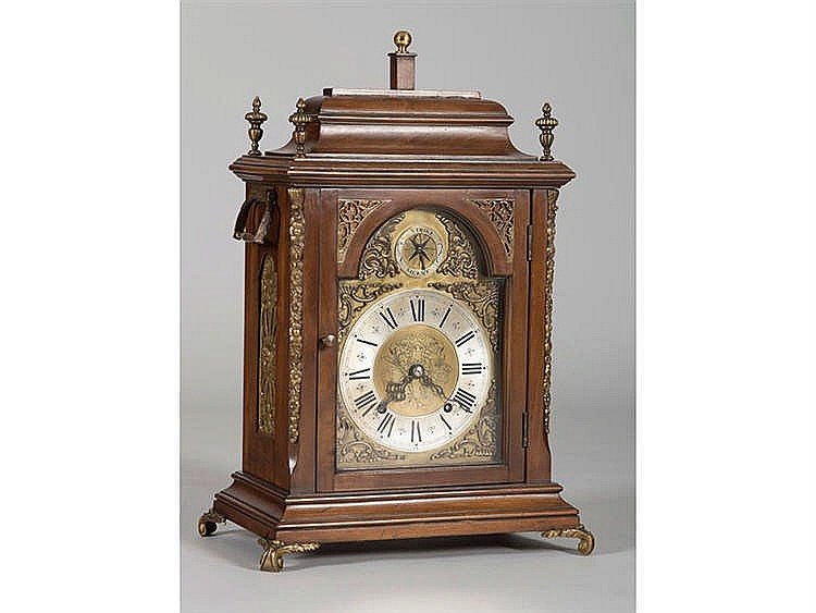 AN ENGLISH BRACKET CLOCK, 19TH/20TH CENTURY