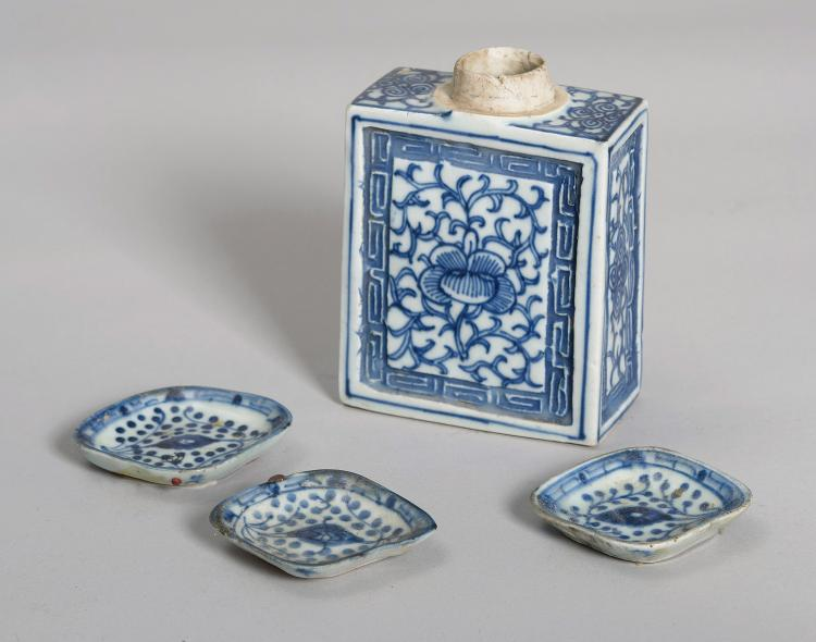 JAR OF TEA AND THREE ASHTRAYS IN PORCELAIN CHINA ENDING 19th C. - EARLY 20th C.