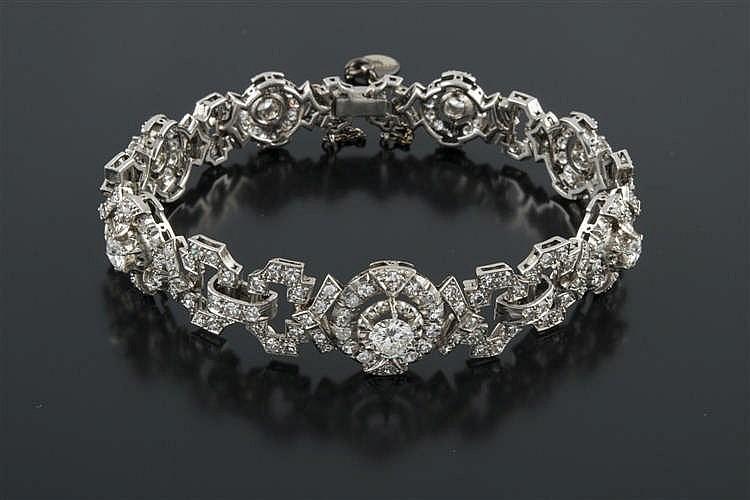 A VINTAGE DIAMOND BRACELET
