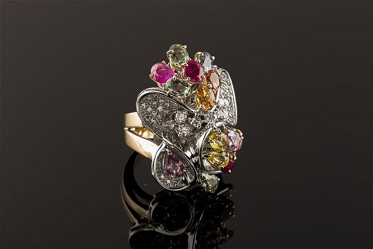 A GOLD, ZIRCON AND DIAMOND RING