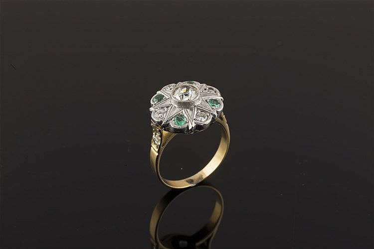 A GOLD, PLATINUM, EMERALD AND DIAMOND RING