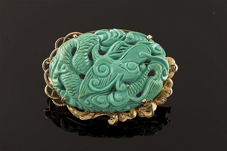 A GOLD AND TURQUOISE BROOCH