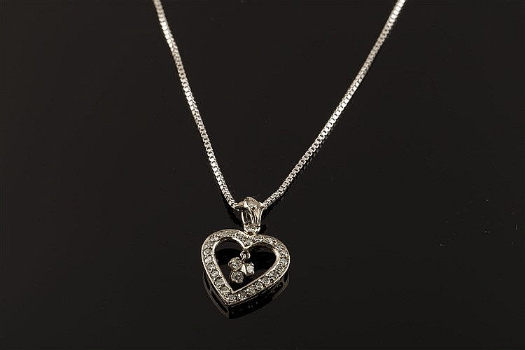 A GOLD AND DIAMOND PENDANT NECKLACE