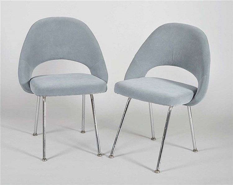 A PAIR OF EERO SAARINEN DESIGN CHAIRS