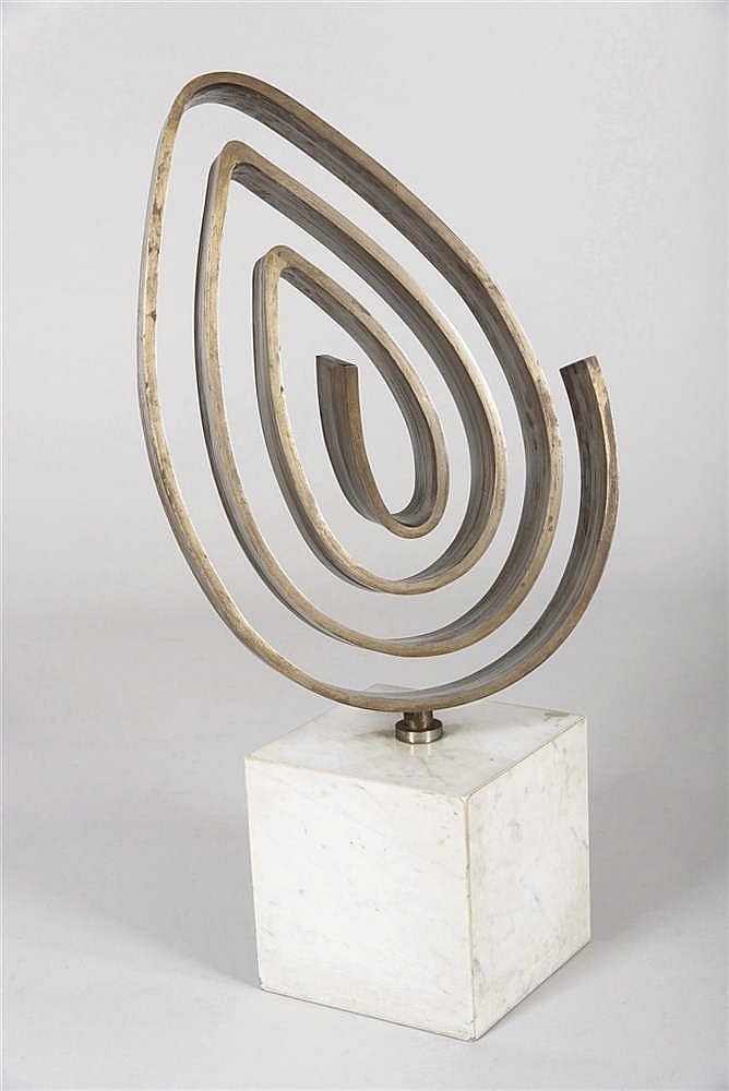 ALFONSO FRAILE (Marchena, 1930-Madrid, 1988) Espiral apuntada. A steel sculpture on marble base