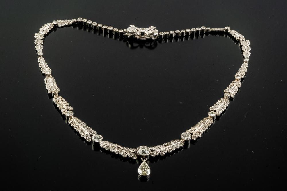 A VINTAGE DIAMOND AND WHITE GOLD NECKLACE, EARLY 20TH CENTURY