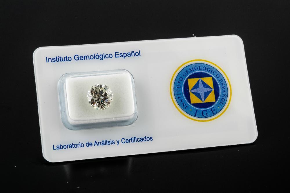 A 3 CARAT LOOSE DIAMOND