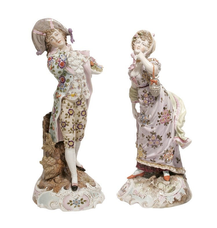 LATE 19th CENTURY FIGURE OF EIGHTEENTH CENTURY COUPLE IN PORCELAIN