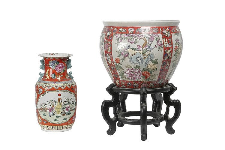 20th CENTURY CHINESE VASE AND 'CACHE POT'