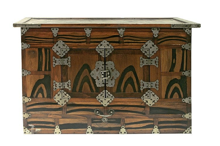 19th CENTURY ANTIQUE COREAN 'CHON JU CHEST'
