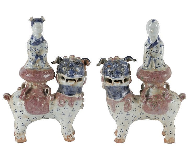 PAIR OF EARLY 20th CENTURY CHINESE GUARDIAN LIONS FIGURINES