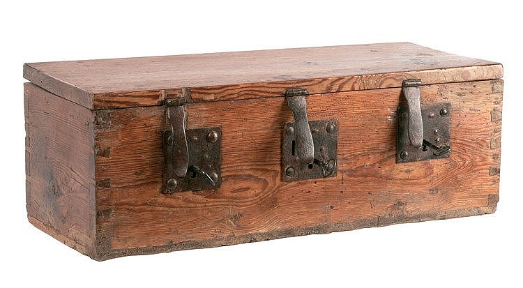 17th CENTURY CASTILIAN COUNCIL TREASURE CHEST