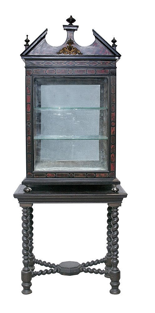 18th CENTURY ITALIAN SHOWCASE