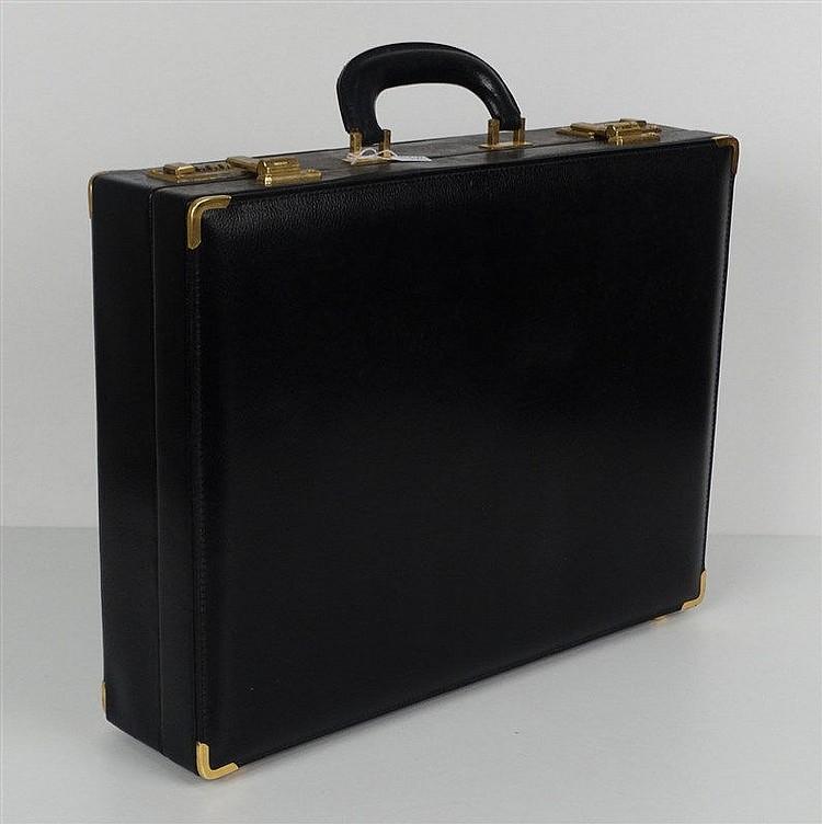 jelen attach case en cuir noir fermeture combinaisons. Black Bedroom Furniture Sets. Home Design Ideas