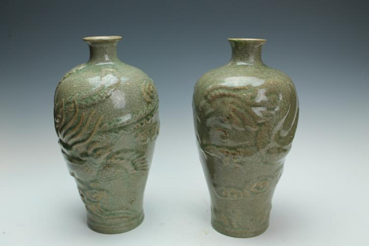 A pair of Yue Yao carved dragon and phoenix Vase