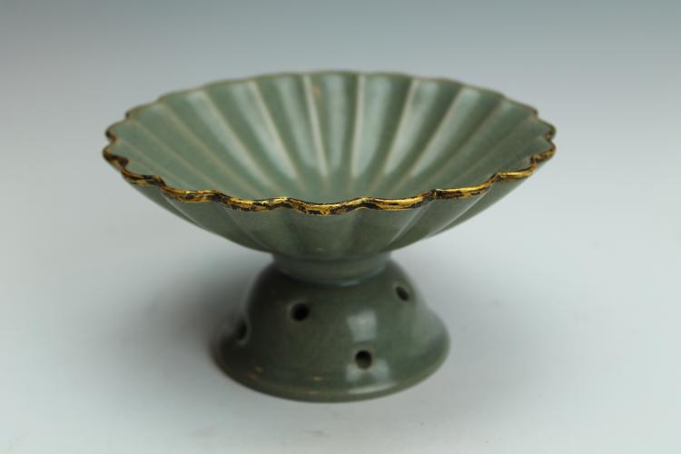 Guan type carved dish