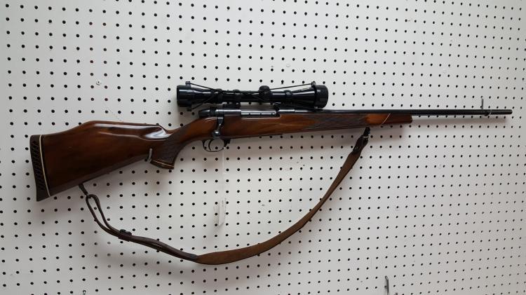 Weatherby Mark V rifle 7mm mag, scope, sling