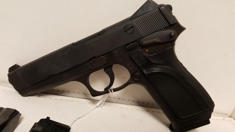 Browning BDM 9mm pistol, 2 xtra-mags