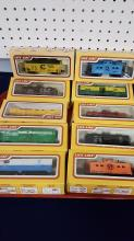 10 Life-like trains rolling stock New in boxes