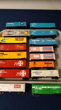 16 vintage HO scale railroad box cars