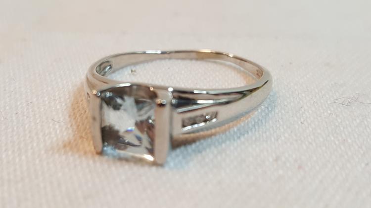 10k white gold Blue Quartz ladies ring