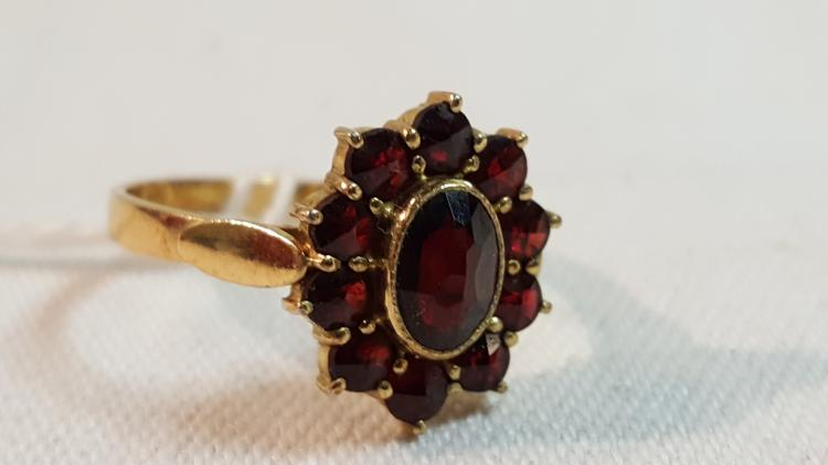 18k yel gold French ladies ring with garnets