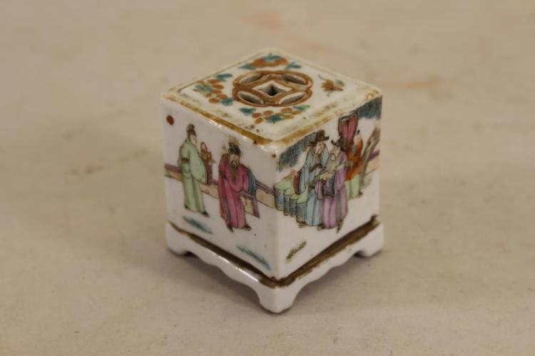 CHINESE QING DYNASTY COVERED FIGURAL CONTAINER
