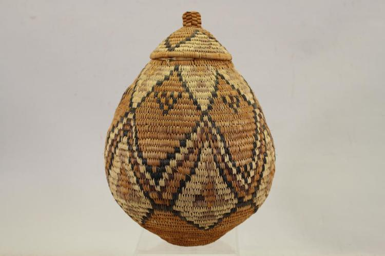 S. AFRICA ZULU TYPE LIDDED BASKET