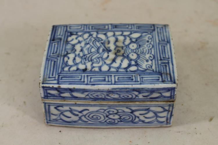 EARLY ANTIQUE CHINESE BLUE/WHITE LOTUS BOX