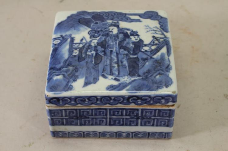 CHINESE QING DYNASTY BLUE/WHITE FIGURAL BOX