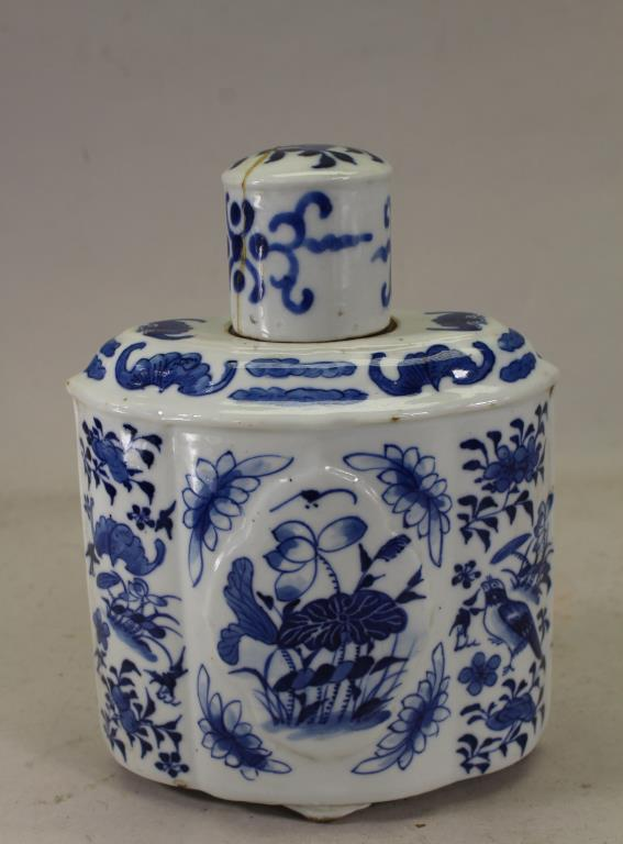 ANTIQUE CHINESE BLUE/WHITE PORCELAIN FLASK