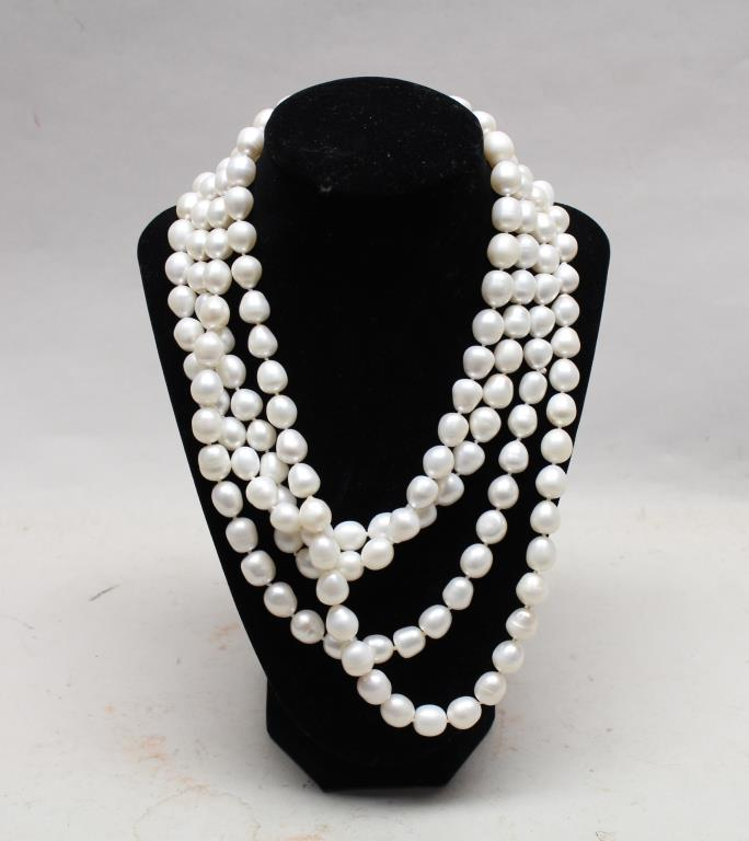 LONG STRAND NECKLACE OF CULTURED PEARLS