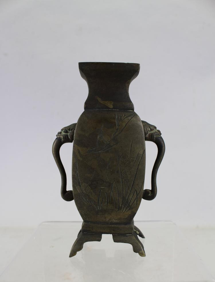 ANTIQUE CHINESE TWIN HANDLED BRONZE VASE