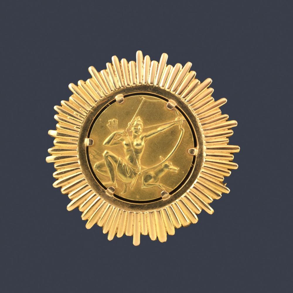Commemorative medal brooch with the Image of Diana…