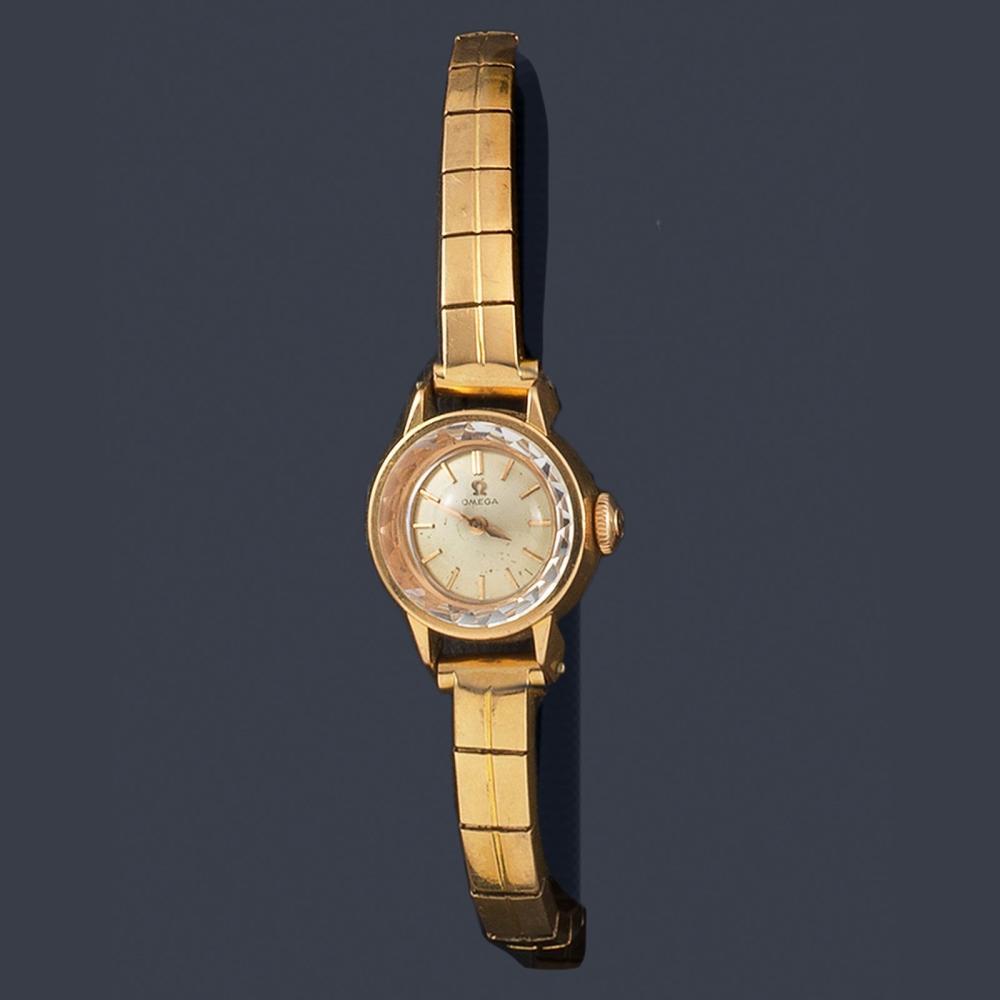 Women's OMEGA with 18K rose gold case and bracelet…