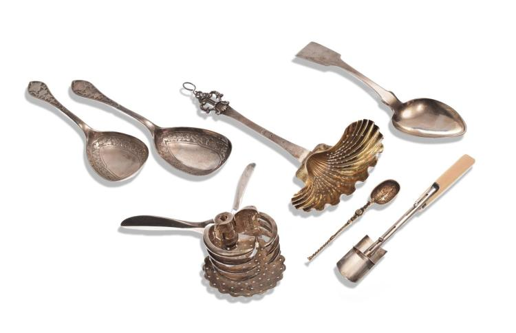 COLLECTION OF SILVER TABLE UTENSILS.