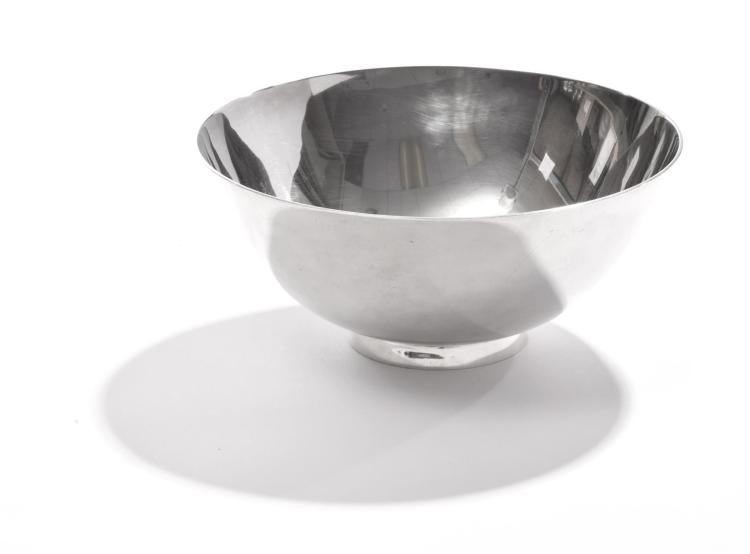TIFFANY STERLING BOWL AFTER 1700 MODEL BY JOSEPH CONYERS.