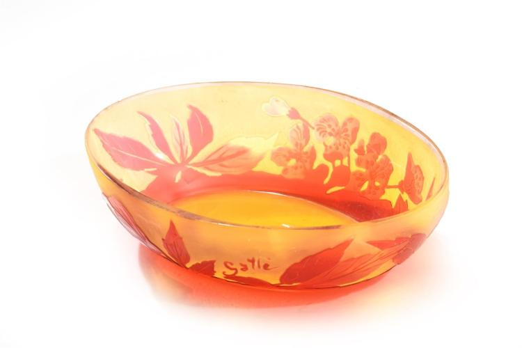 GALLE SHALLOW CAMEO DISH.