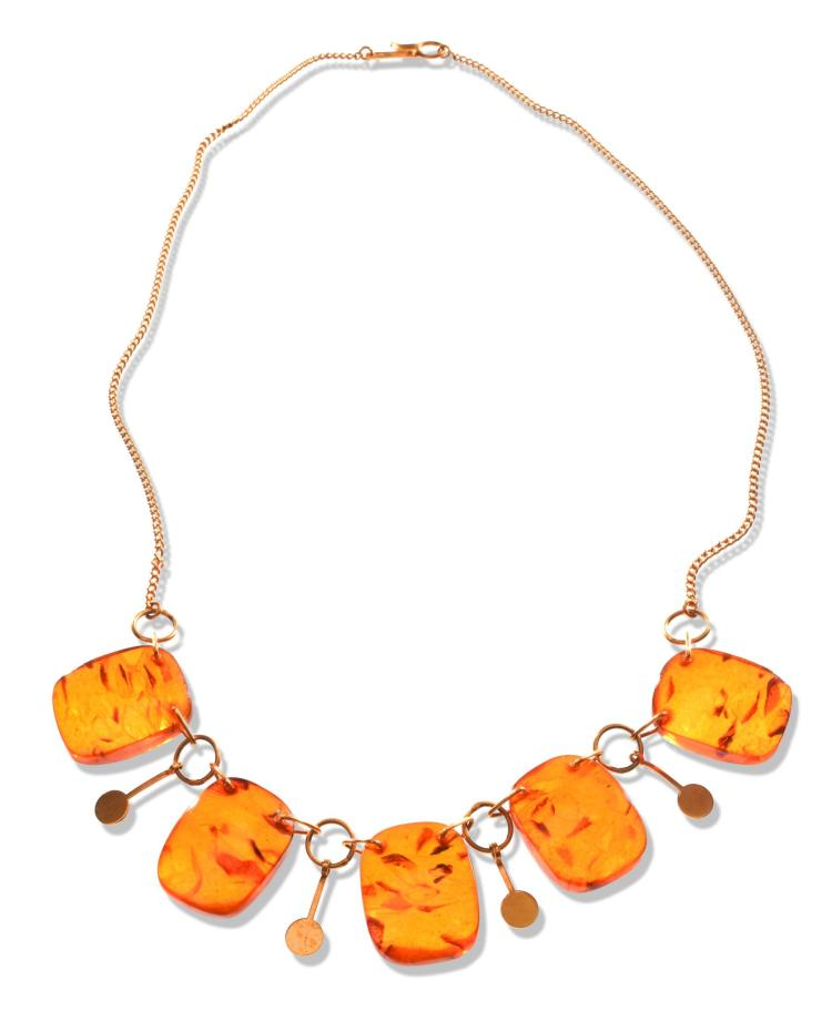 RUSSIAN AMBER AND GOLD NECKLACE.