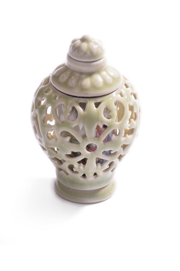CELADON RETICULATED SNUFF BOTTLE.